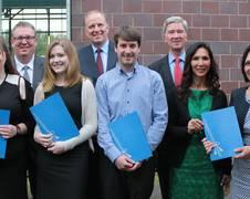 Die Gewinnerinnen und Gewinner des ZARM Förderpreises zusammen mit dem Präsidium des ZARM Fördervereins e.V.