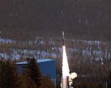 Raketenstart von REXUS 19 in Kiruna, Schweden. Das UB-Fire Team während der Experimentvorbereitung für den REXUS 19 Raketenflug.
