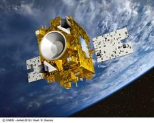 Darstellung des MICROSCOPE Satelliten; Quelle: CNES 2012; Illustr. D. Ducros Einbau von Microscope in die Trägerstruktur der Sojus Rakete; Quelle: CNES Microscope (unter einer Schutzhülle) auf dem Weg zur Integration in die 3. Stufe der Sojus Rakete; Quelle: CNES
